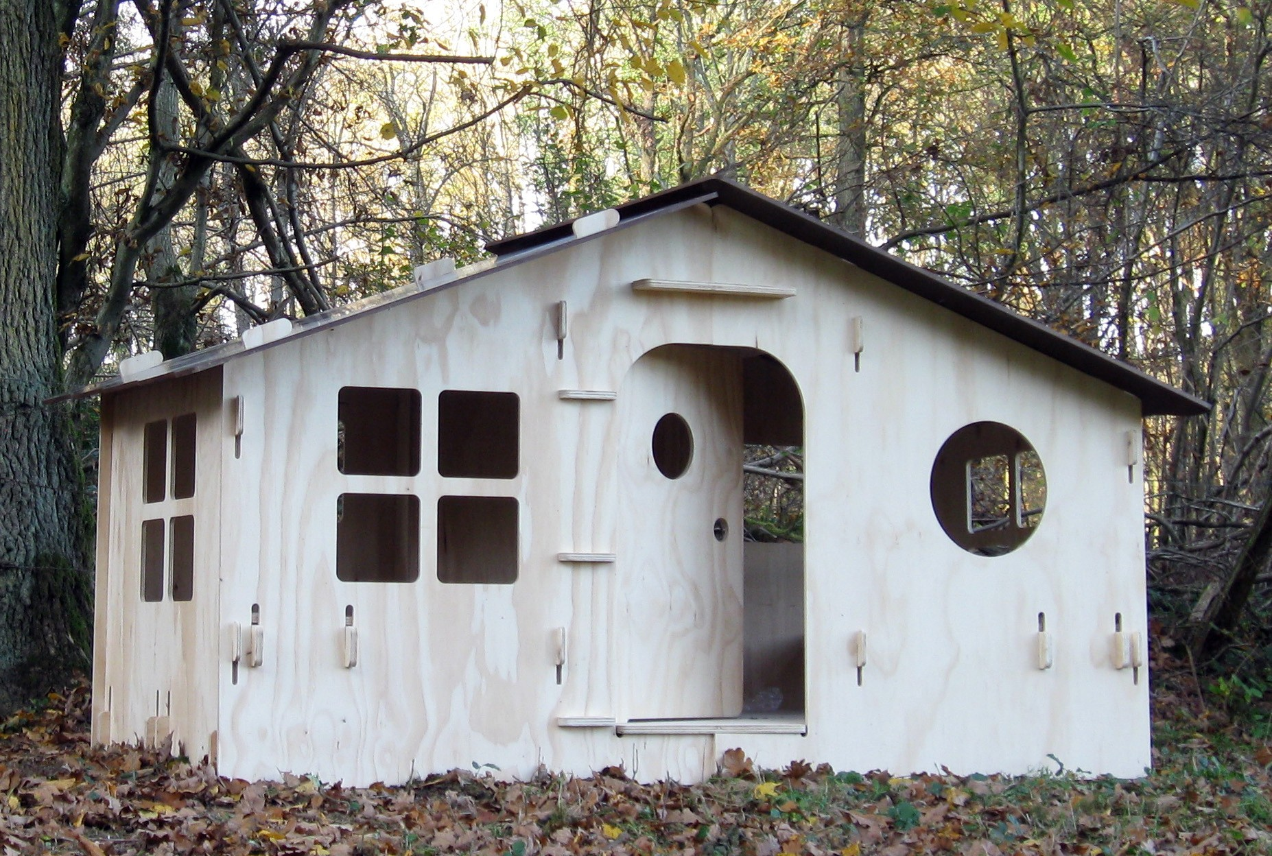 cabane chalet lola pour enfant mathy by bols lasure blanc pastel. Black Bedroom Furniture Sets. Home Design Ideas